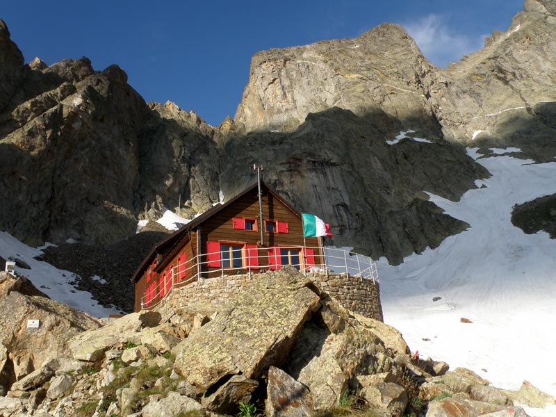 Lorenzo Bozano Mountain Hut 2,453m