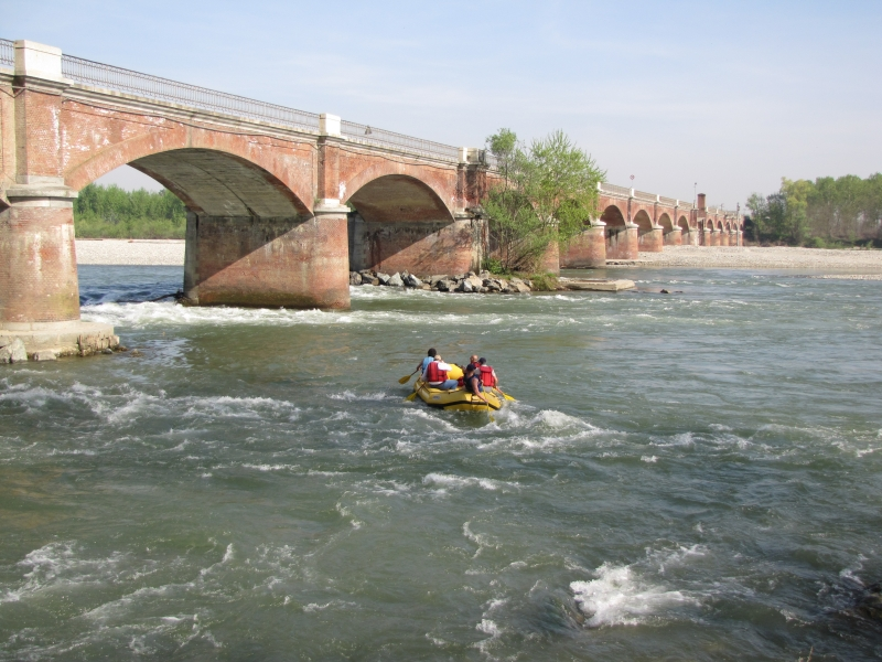 Rafting along river Po