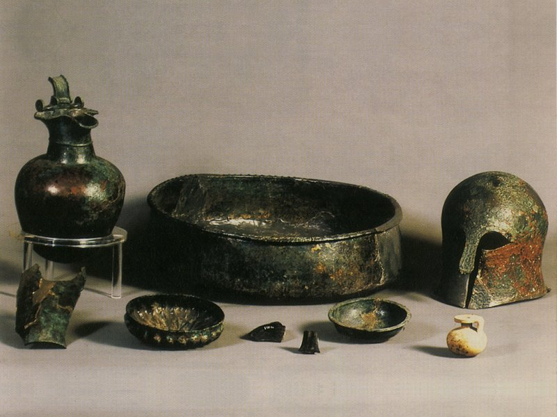 Outfit of a Lucanian tomb from Armento