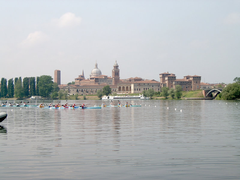 The silhouette of Mantua from Lago Inferiore