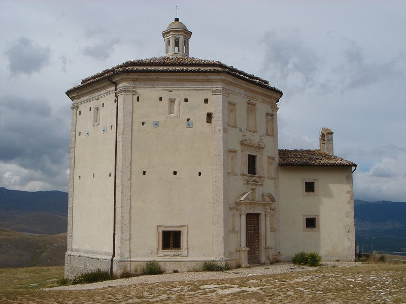 Calascio, battistero