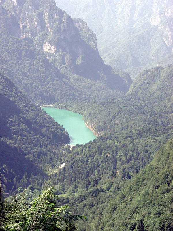 La Stua Lake from CAI 806