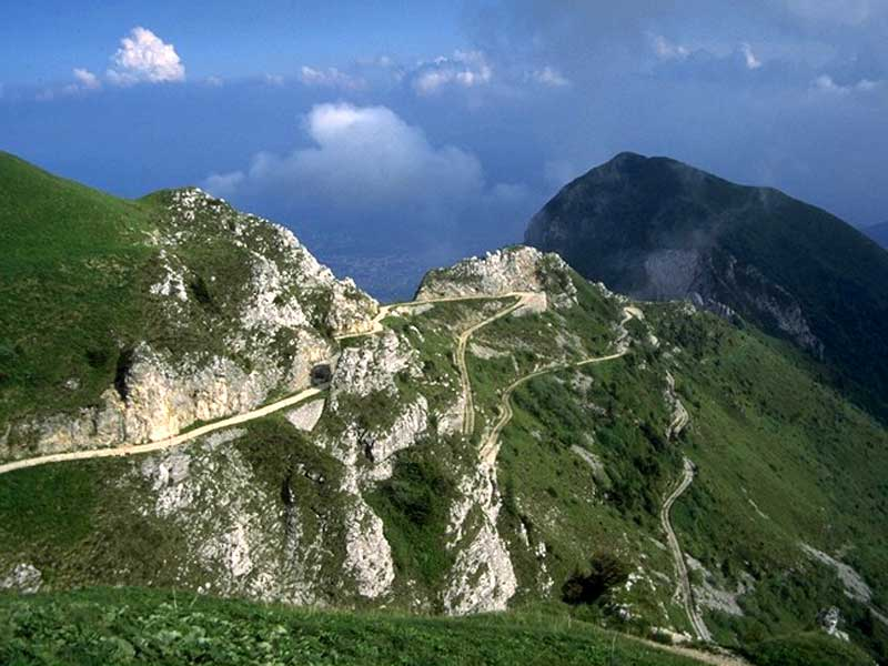 The road of the Summits (Strada delle vette)
