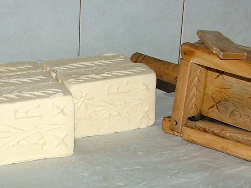 Raw milk butter produced in the malga